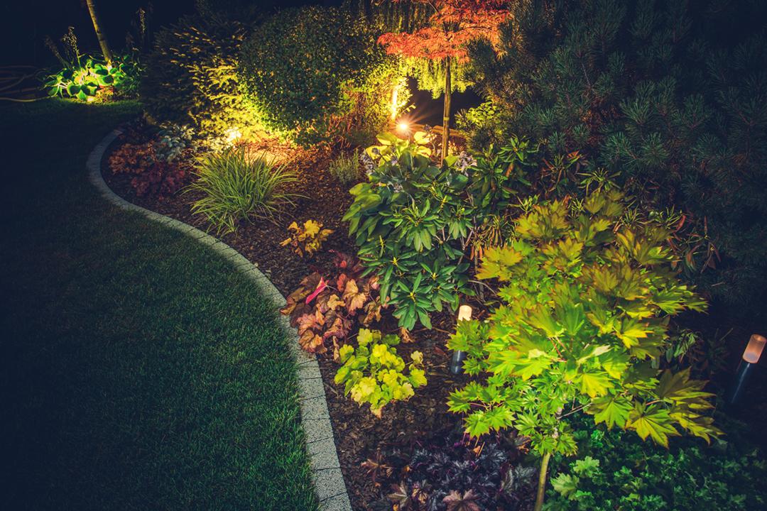 https://www.landelar.com/terrazas-y-patios-ajardinados